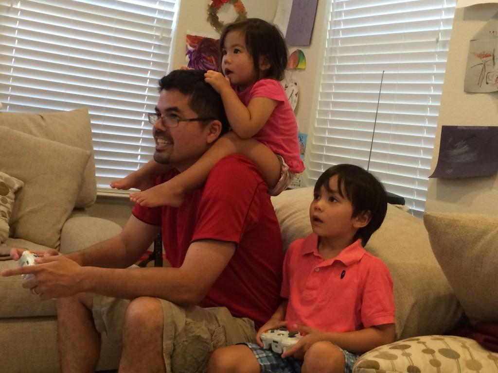 Playing Halo 3 with Hapa Papa