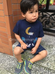Glow Worm giving me a Pouty McPout face while we waited for Gamera at pick up.